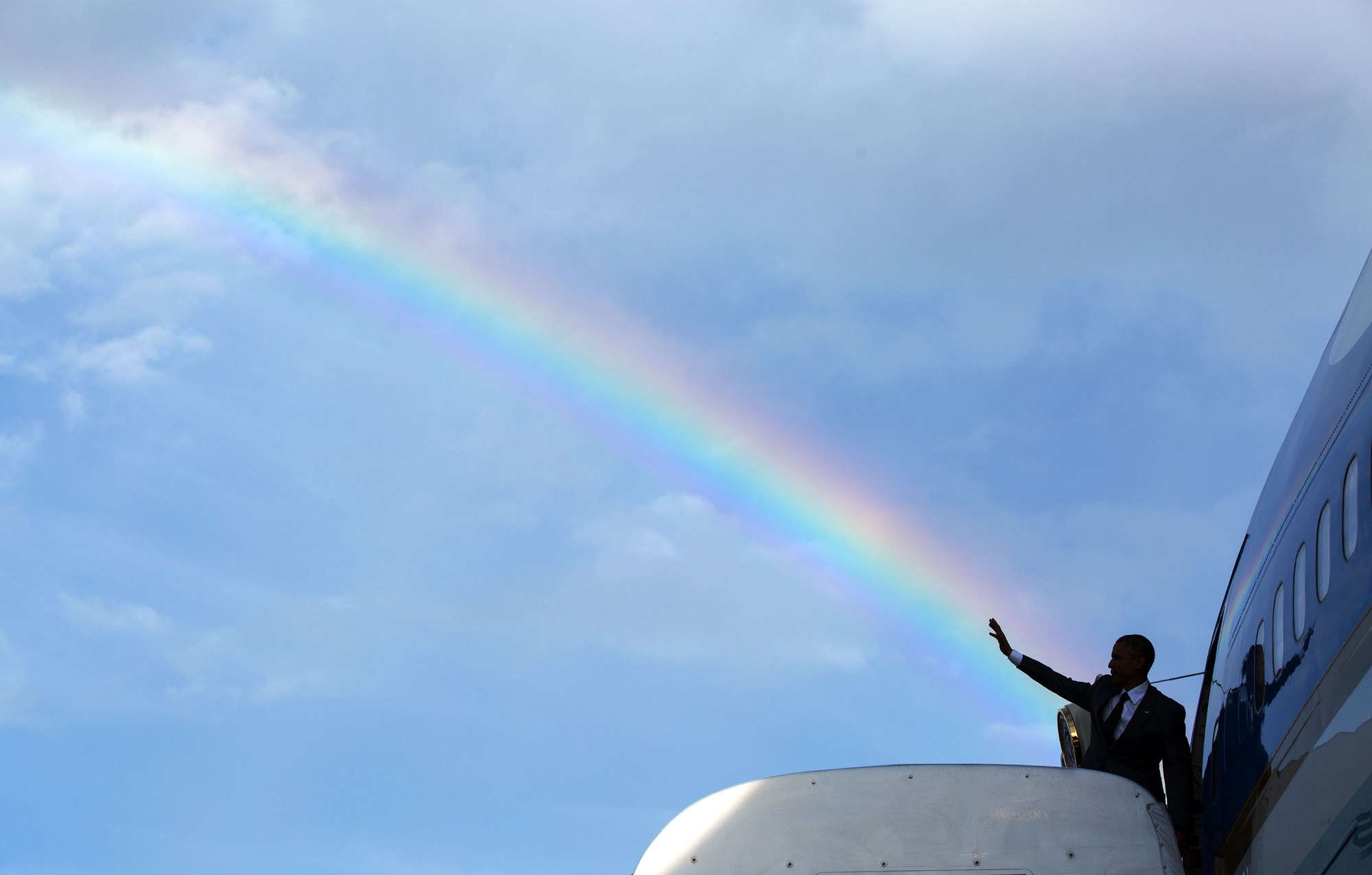 The story behind President Obama Waving A Rainbow in Jamaica